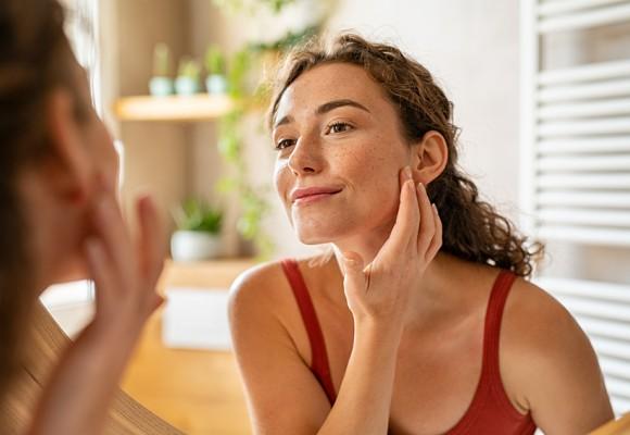 Rutina de cuidado facial para después del verano: tratamientos básicos, imprescindibles y necesarios